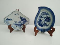 2 small blue and white porcelain plates decorated with landscapes, China and Japan