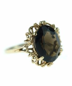 14 karat gold ring set with smoky topaz (heat-treated quartz), lovely model