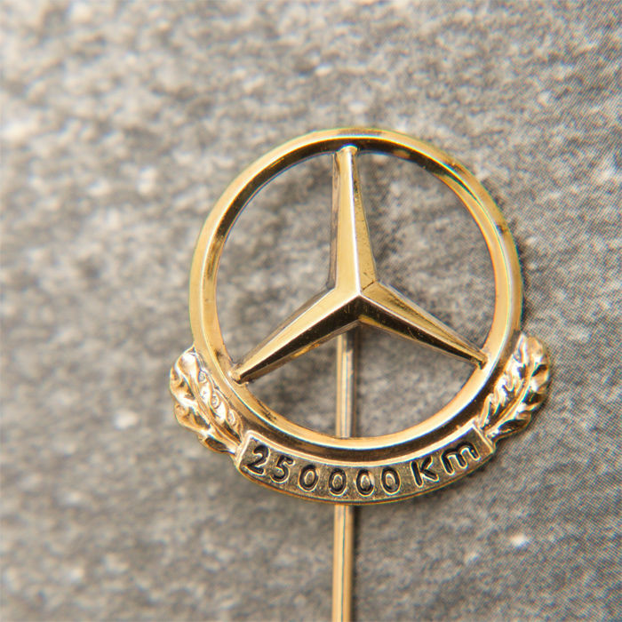 Mercedes-Benz 250.000 Km Pin / Brooch 835 Silver Emblem / Logo - No Reserve Price