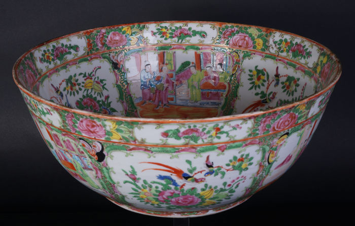 Very large porcelain canton bowl (37 cm) - China - late 19th century