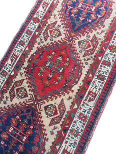 Authentic Sarabi runner rug, Northern Iran, 1950s/1960s, measures 320 x 88 cm, in wool on cotton, fair overall condition