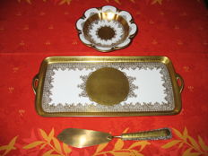cake platter + server and round plate in fine porcelain encrusted in fine gold (Dw) signed A DUKZE
