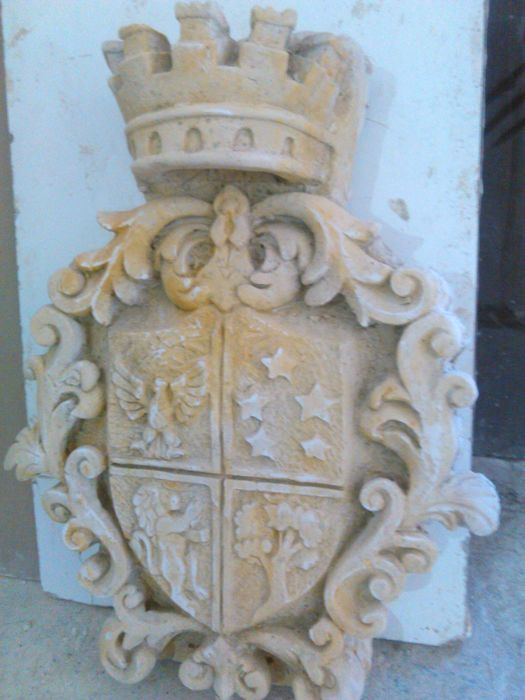 Coat of arms in stone grit - Italy - 21st century
