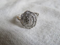 18 kt gold ring set with 79 diamonds approx 1.70 ct, size: 54