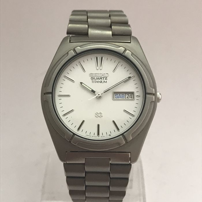 Seiko - 	Titanium SQ ,Bracelet and case for titanium - 5Y23-8090 - Heren - 1980-1989