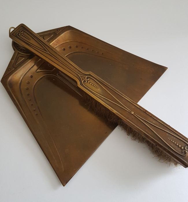 Dustpan and brush - art nouveau