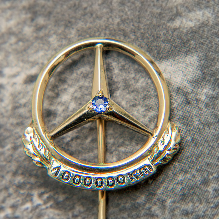 Clothing - Mercedes Benz Daimler Gold Pin 1000000 Km & Box - 1950-1970 (1 items)
