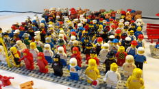 Vintage mini figures 176 pieces and accessories