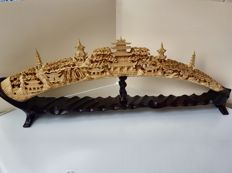 Chinese carving - (African elephant tusk) - Carved and hollowed Beautifully decorated. Length: 65 cm Weight: 930 g
