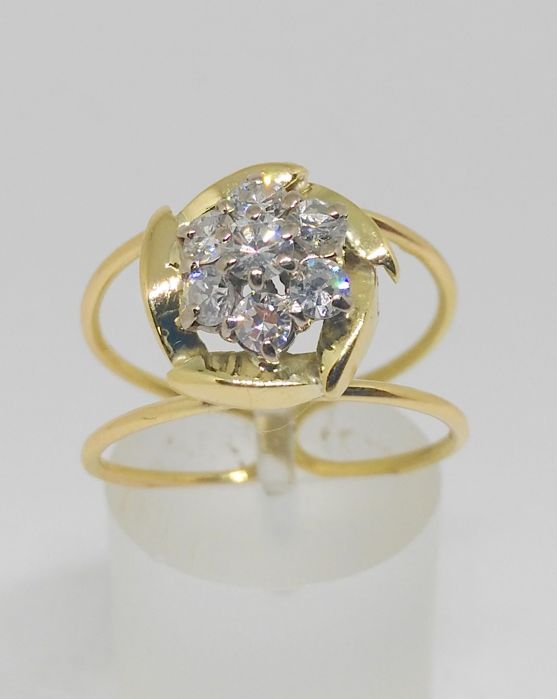 Cocktail ring - 18 kt yellow gold - Diamonds in the form of a rose