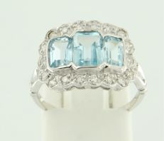 14 kt white gold ring set with a blue topaz and 18 brilliant cut diamonds, in total approx. 0.28 carat, ring size: 17.25 (54)