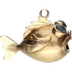 18k - Yellow gold pendant in the shape of a fish set with gemstone - Length x width: 2.9 x 2.2 cm