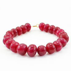Ruby Bracelet with 18 kt (750/1000) gold Clasp, length 20cm
