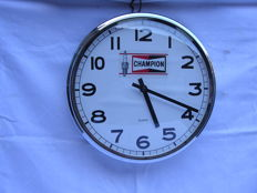 Metal and chrome plated Champion spark plug clock - 32 cm in diameter - 2nd half of the 20th century - Glasgow GB