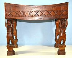 Congolese wooden bench - 20th century - the four legs as caryatids