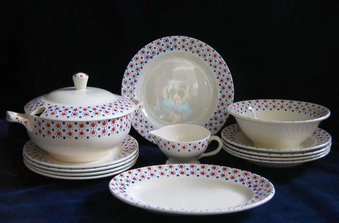 Antique children's dinnerware set of Nimy