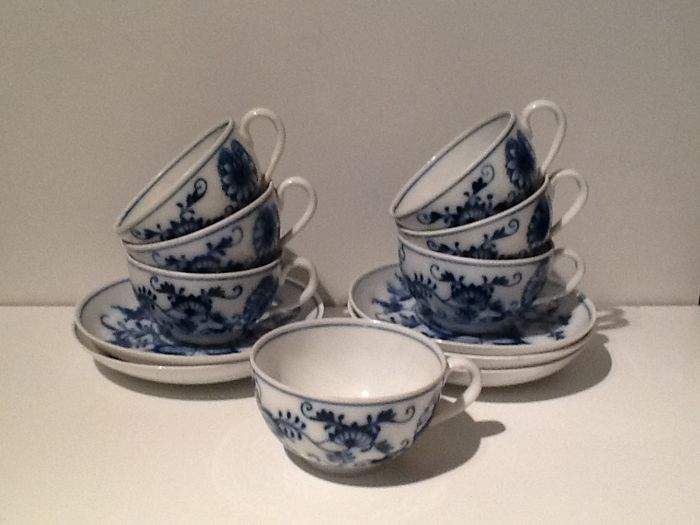 Carl Teichert Meissen - 7 cups and 5 saucers with schwiebelmuster
