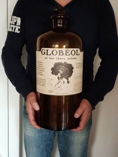 "Old giant drug bottle ""Globéol"" 1910"