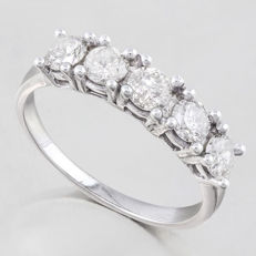 14K white  Gold Ring with created moissanites - US size 7.5