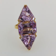 18 kt yellow gold ring with kunzite of 33.01 ct NEL certificate - Ring size 57 / 18 mm