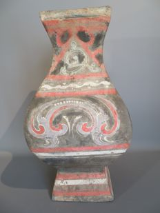 "Quadrangular ""Fanghu"" jar in polychromic terracotta - 39.5 cm high"