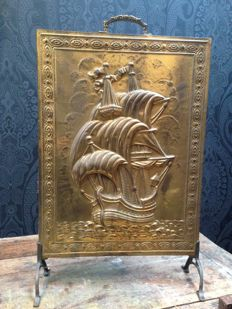 Screen on legs decorated with a sailing ship