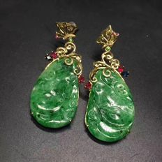 Burmese Jade Chinese late Qing Dynasty carvings in 18k gold, with sapphire earrings,  7.5 grams.