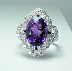 A 14kt white gold ring, set with 7.29ct Amethyst and Diamonds. Ring size is 17mm.