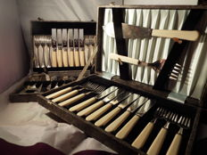 a vintage 2boxes of silverplated cutlery