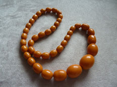Lot 22 - Tested Bakelite necklace