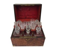 English liqueur cellar/cabinet with 6 original decanters and shot glasses in a burr-walnut box - England - Ca. 1860