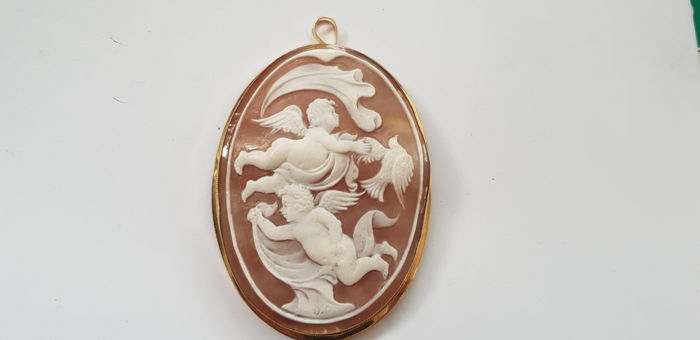 Brooch/pin with sardonic shell cameo and gold