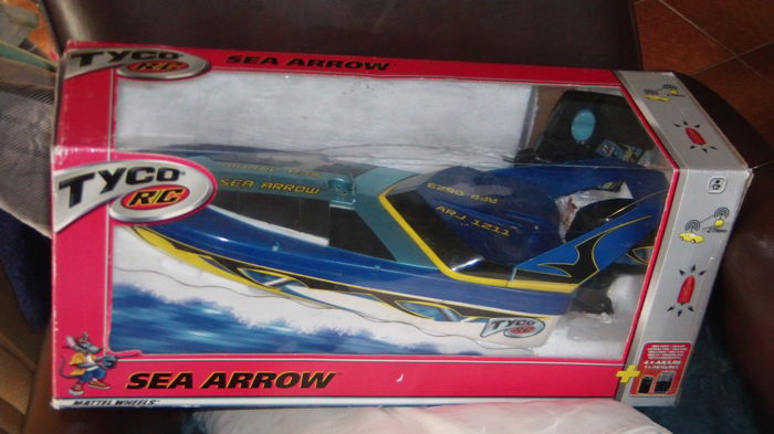 Sea Arrow Mattel Wheels radio controlled speed boot