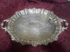 Oval tray in punched silver with two handles, a wavy edge and engraved decoration - Spain - 20th century