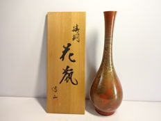 A vintage copper flower vase intended for the tea ceremony - signed 'Kozan' - Japan - ca. 1960 (Showa period)