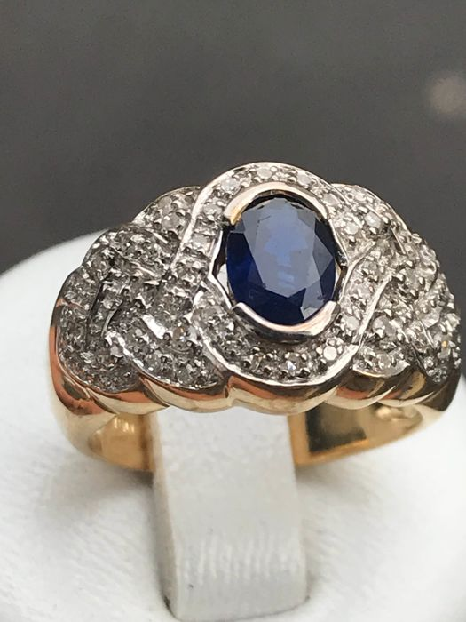 Gold ring with diamonds and natural sapphire totalling 1.10 ct