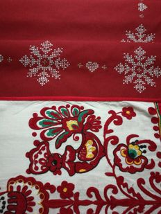 Christmas - Tablecloth and long centrepiece.