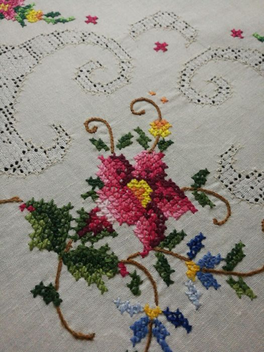 Italian craftsmanship tablecloth, cross-stitch and antique filet embroidery