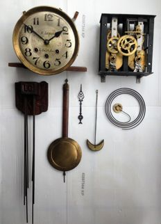 Lots of 2 pendulum mechanisms 0 Westminster Carillon and Pendule Lunaire - Period: 1930/1940