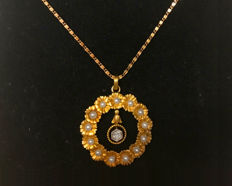 14 kt gold Art Nouveau pendant with diamond (SI approx. 0.20 ct) and chain, pearls / freshwater pearls, circa 1920
