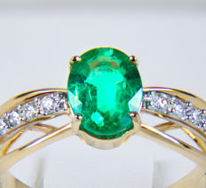 1 ct. Emerald Gold Ring With Diamonds 0.19 ct. * Free shipping * No Reserve * Free Resizing *