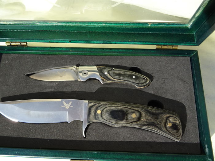 knife set in wooden box