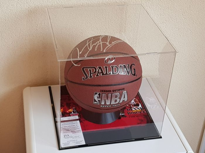 Dennis Rodman - hand signed oficial NBA Spalding Basketball in Display Case Vitrine + JSA COA