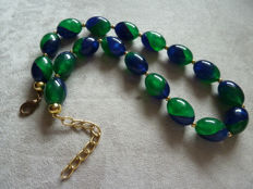 Lot 17 - Superb two colours old plastic necklace
