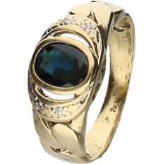 18 kt Yellow gold ring set with sapphire and 4 brilliant cut diamonds of approx. 0.02 ct - ring size: 15.5 mm