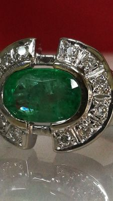 Exclusive 18 kt gold ring with very transparent 1.7 ct emerald and natural diamonds of 0.36 ct. Low reserve