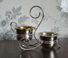 Beautiful and particular sugar bowl and milk jug with stand, silver plated by Yeoman Plate