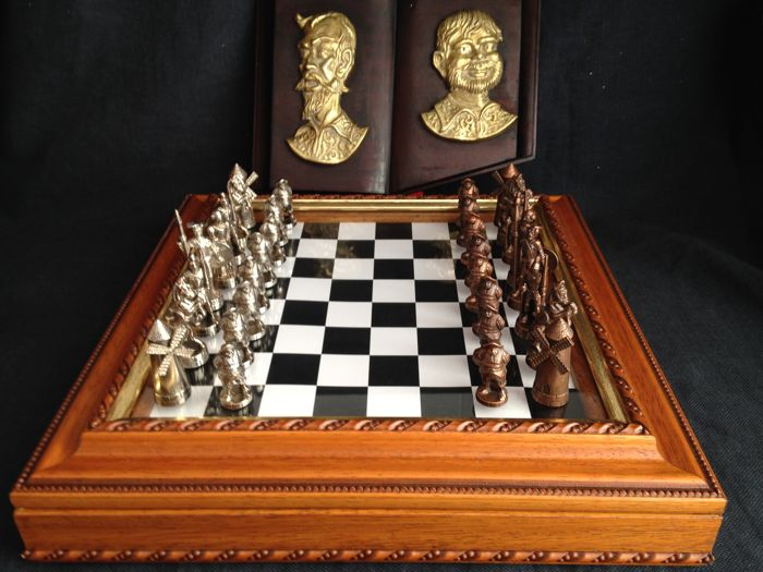 Deluxe chess of Don Quijote de la Mancha and figure in bronze