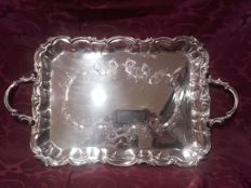 Rectangular tray in punched silver, with two handles, a wavy edge and engraved decoration - Spain - 20th century