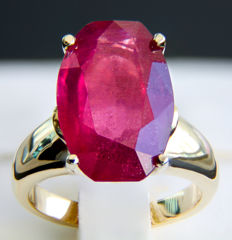 11.5 ct. ruby gold ring. * Free shipping * No Reserve * Free Resizing *